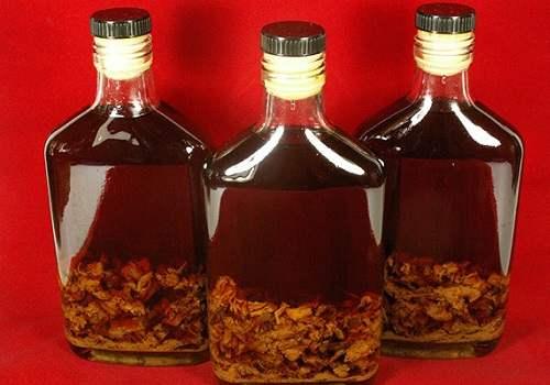 Бутылки с настойкой струи бобра