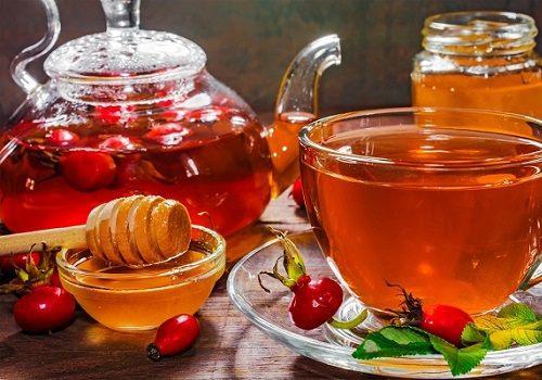 Мед и настой из ягод шиповника
